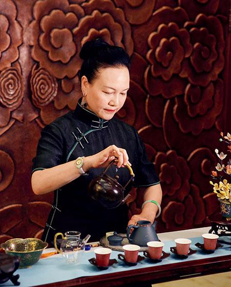 顾勤喜爱茶道,并从中得到灵感,不断改良紫砂壶工艺 拷贝.jpg
